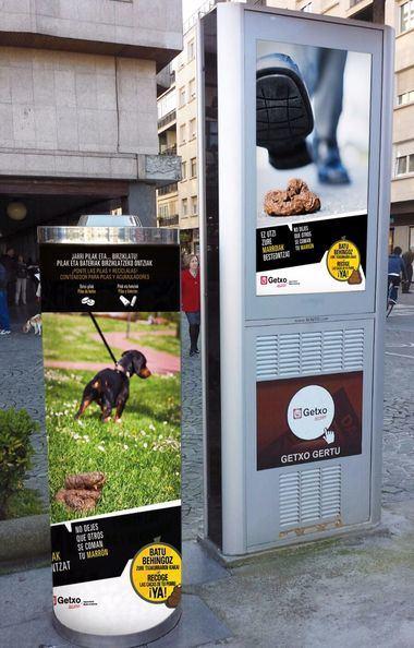 Getxo difunde una campaña para que los dueños de los perros recojan sus heces de la vía pública