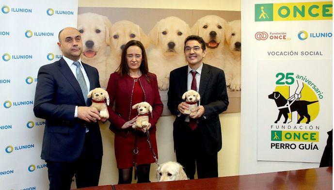 El peluche 'Fiel' ayudará a la crianza y adiestramiento de los perros guía