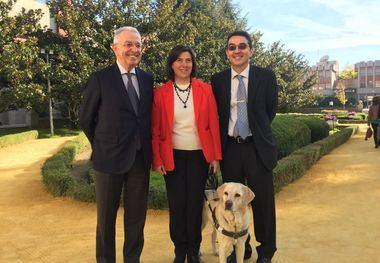 Laboratorios LETI dona vacunas contra la leishmaniosis para la atención preventiva de los perros guía de la ONCE