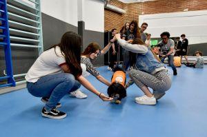 Fundación Affinity y la escuela Lleó XIII impulsan un programa pionero en España para prevenir el bullying mediante la terapia con perros
