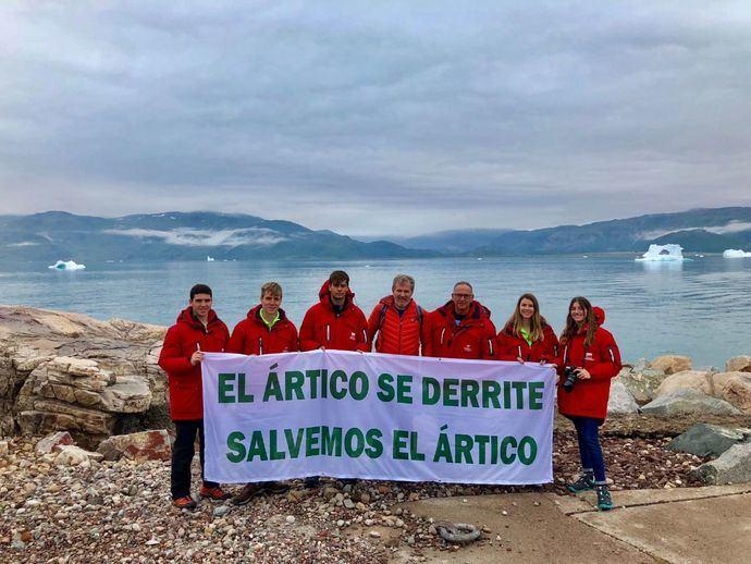 El equipo de 'Desafío Ártico 2018' junto a Ramón Larramenti (centro) durante su expedición.