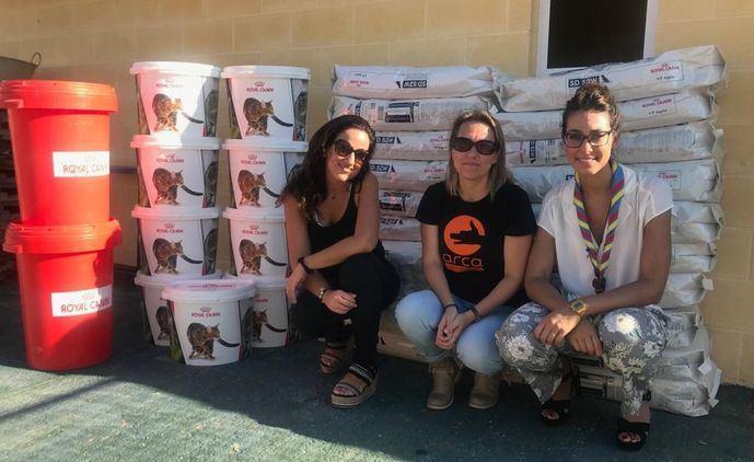 La campaña de los scouts contra el abandono animal recauda 500 raciones de alimento para un refugio de animales