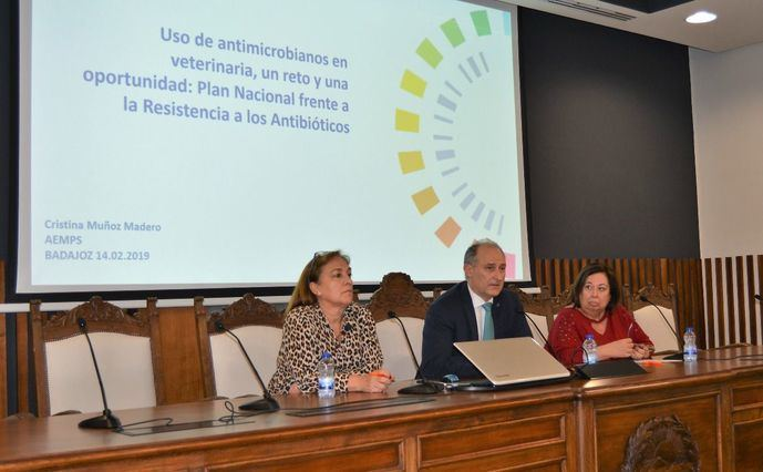 Más de 150 veterinarios acuden a la jornada sobre Uso Responsable de Antibióticos celebrada por el Colegio de Veterinarios de Badajoz junto a Zoetis