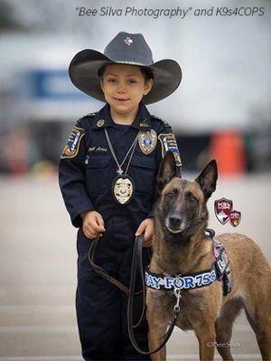 La Lucha de un Oficial de la Policía de 6 años