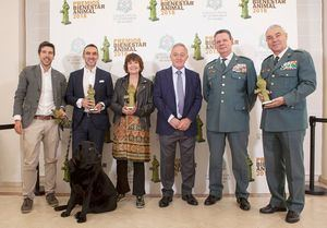 """Rosa Montero, el Seprona, """"Lass"""" un labrador que cuida a su dueño con Alzheimer y Calidad Pascual, Premios Bienestar Animal IV edición"""