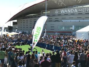 """""""La Fiesta más Guau"""" organizada por Zooplus reúne a más de 12.000 personas en la Fan Zone del Wanda Metropolitano"""