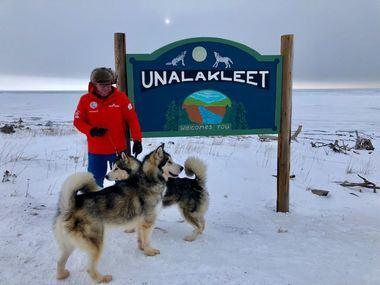 El equipo de Desafío Ártico aterriza en Alaska y comienza la exploración.