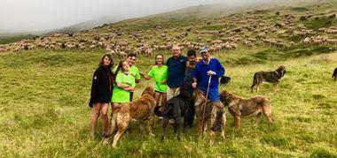 Diez jóvenes supervivientes del cáncer inician la 'Aventura trashumante entre lobos y mastines'